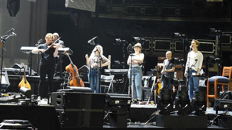PT, girls onstage